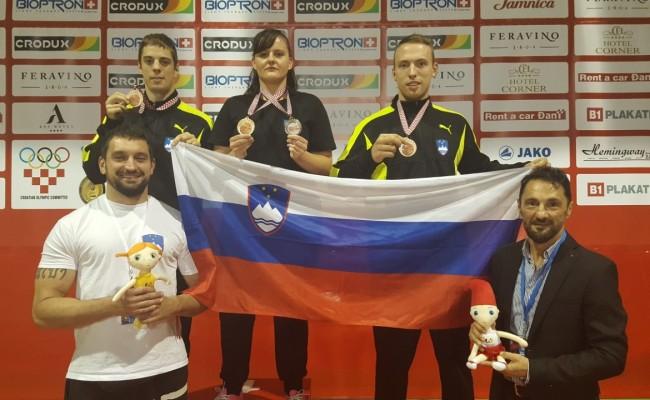 ZGODOVINSKI USPEH NOVOMEŠKIH BORCEV IN BORKE – Dve bronasti in srebrno odličje z Evropskega prvenstva prvenstva v tajskem boksu